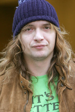 Justin Hawkins after taking drugs – Looking very sombre and pasty in the midst of his cocaine addiction.