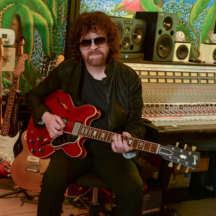 Jeff Lynne's ELO share live video for Turn To Stone