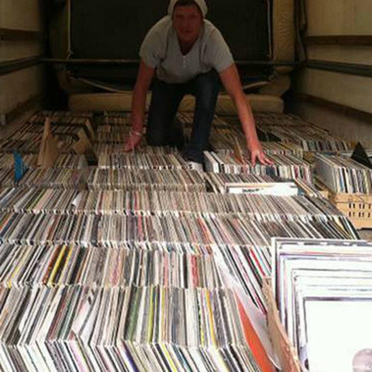 Ex Ha 231 Ienda Dj Selling Whole 8 000 Vinyl Collection