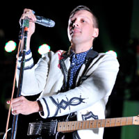 Arcade Fire's Win Butler Displays 'Brilliant' Basketball Skills On Tour