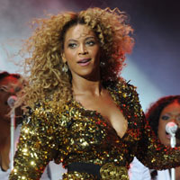 Glastonbury Festival 2011: Photos From Day Three With Beyonce