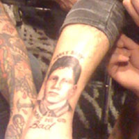 fall out boys pete wentz has friends face tattooed on