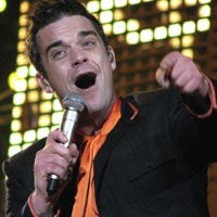 Robbie Williams And Take That Sharing London Studio