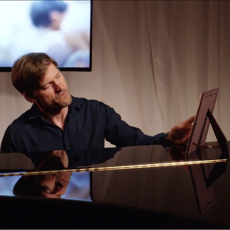 Jaime Lannister sings a love ballad with Coldplay for Red Nose Day