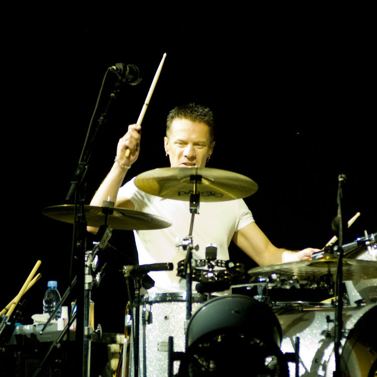 U2 Drummer S Father Passes Away Band Continue Tour Gigwise