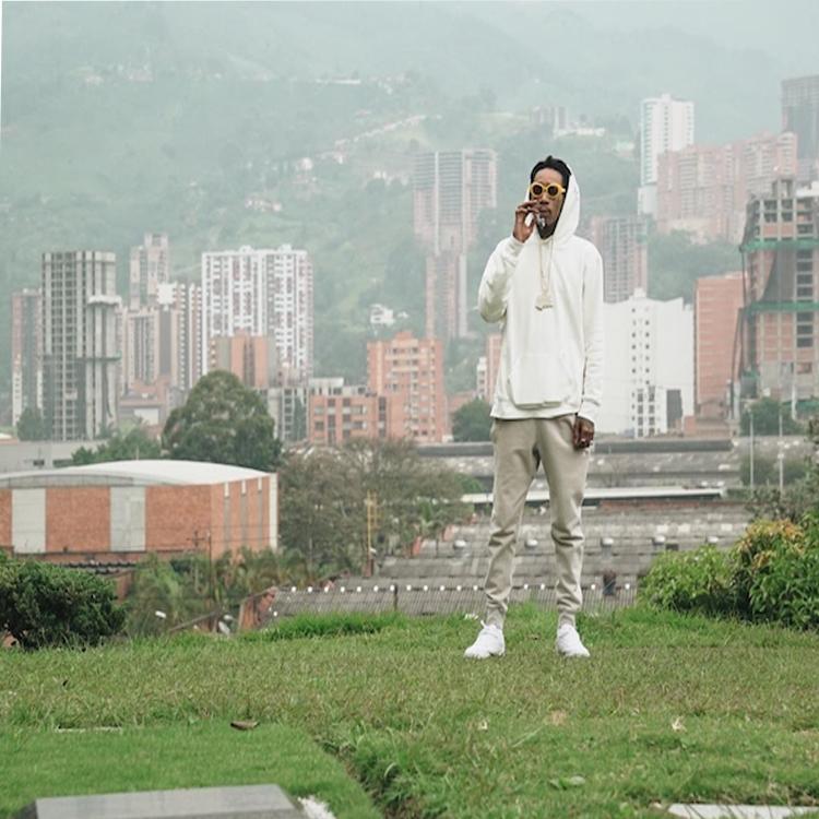 Wiz Khalifa visits Pablo Escobar's tomb