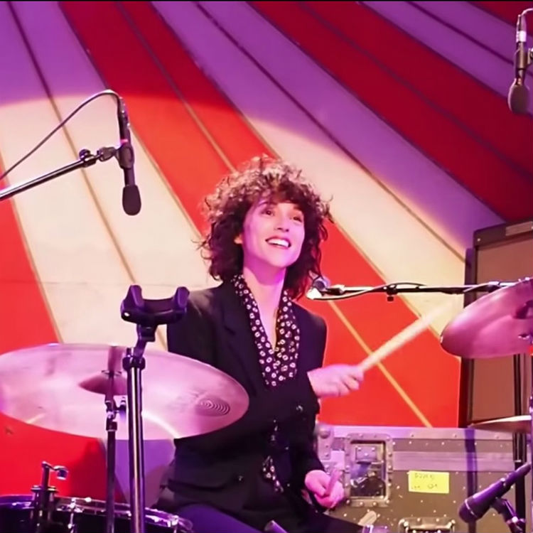 St. Vincent Jenny Lewis cover Groove In The Heart, Annie Clark drums