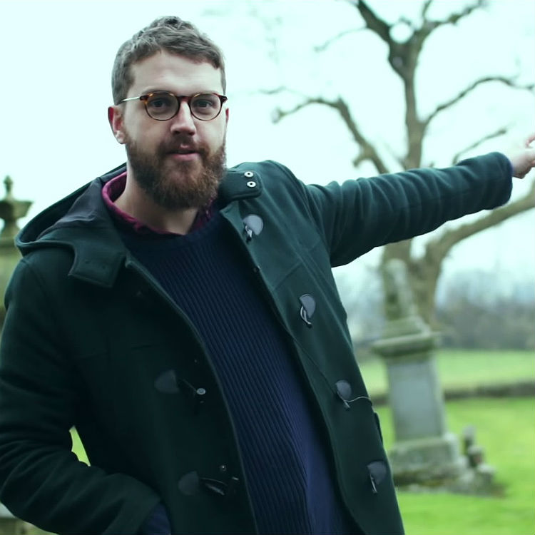 Bear's Den premiere video, Andrew Davie visits village in Scotland