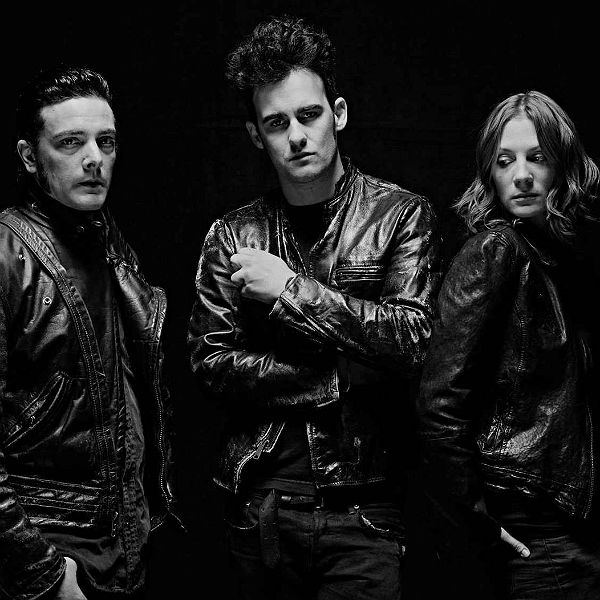 Black Rebel Motorcycle Club play Beat The Devil's Tattoo Live In Paris