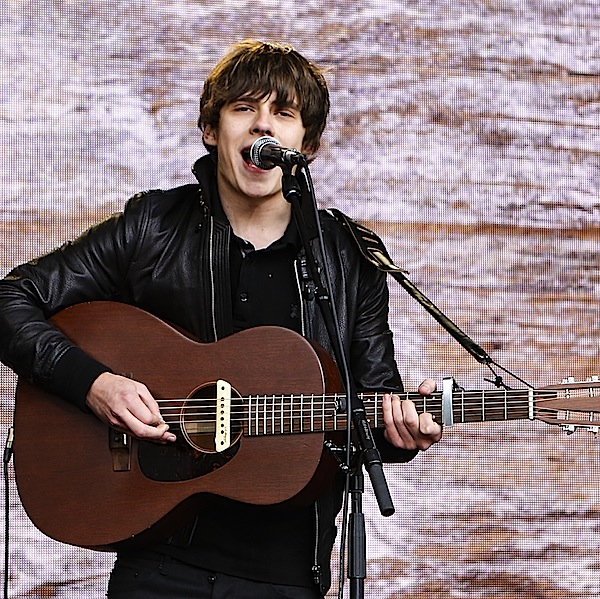 Jake Bugg doesn't want new album knocked off No.1 by One Direction