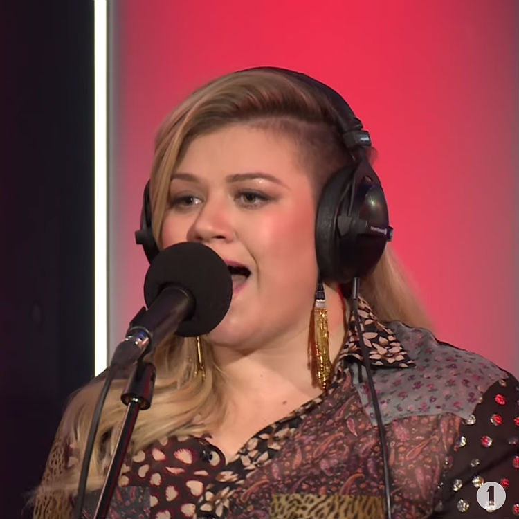 Watch Kelly Clarkson cover Rihanna's 'Bitch Better Have My Money'