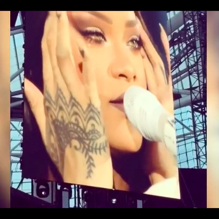 Rihanna breaks down in tears video Dublin setlist, tour dates, tickets