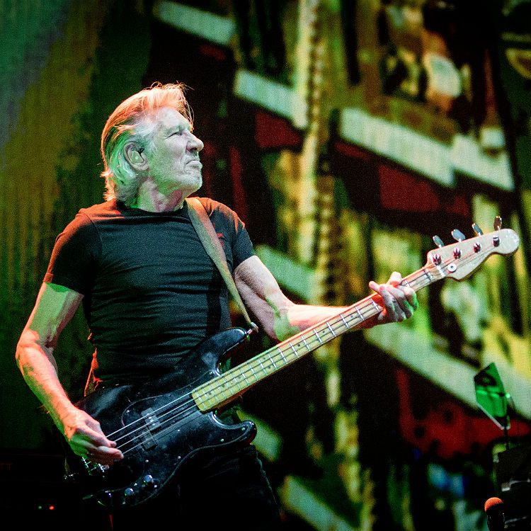 seven strong reasons to see roger waters live at hyde park gigwise. Black Bedroom Furniture Sets. Home Design Ideas
