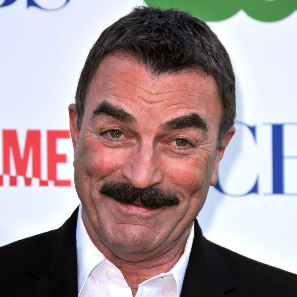 Tom Selleck and Arsenio act out Chris Brown and Frank Ocean Twitter feud