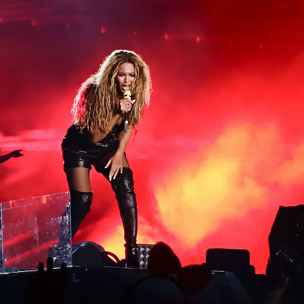 Watch Beyonce Performs Ghost Haunted Flawless Live