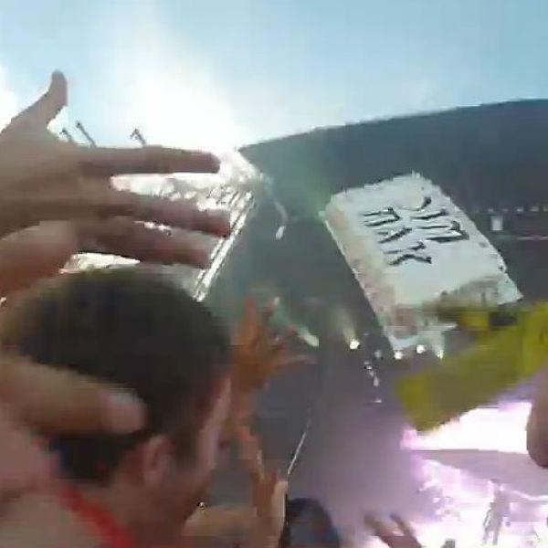 Artist Who Throws Cake : Video: Steve Aoki throws cake at audience, hits disabled ...