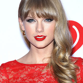 Taylor Swift naked? Singer wants her music to do the talking