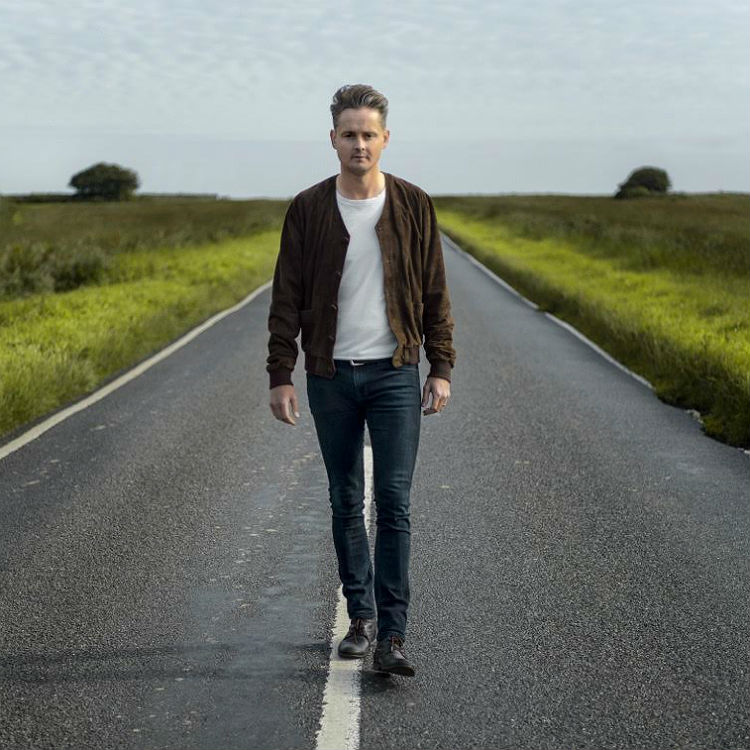 Former Keane singer Tom Chaplin competition vinyl win The Wave