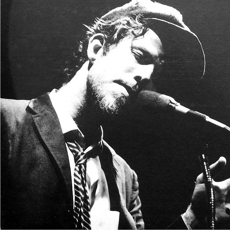 Tom Waits performas live Mavis Staples