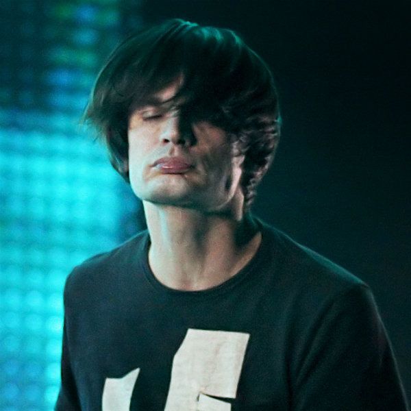 Watch: Jonny Greenwood performs with London Contemporary Orchestra