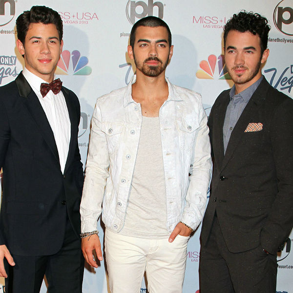 Jonas Brothers delete Twitter account after cancelling US tour