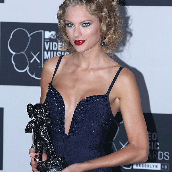 Taylor Swift caught on camera telling One Direction to 'shut the f**k up'