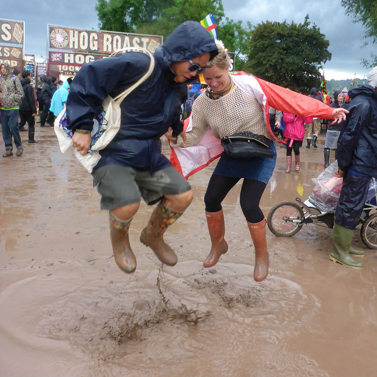 Glastonbury 2016 weather set for rain, video shows site has flooded