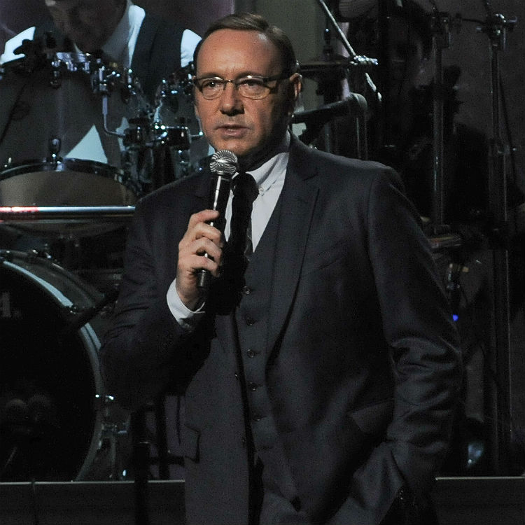 Watch: Kevin Spacey performs Billy Joel's 'Piano Man' on tribute show