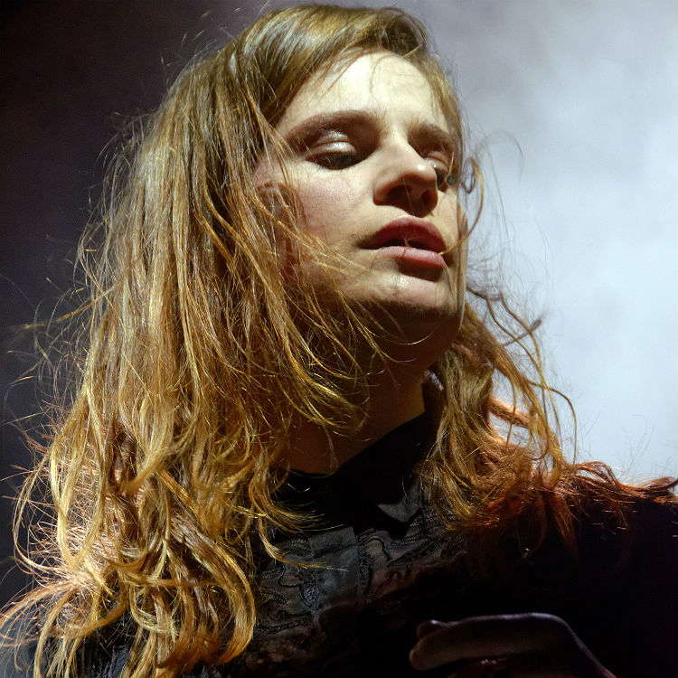 Christine & The Queens covers Michael Jackson's Who Is It before tour