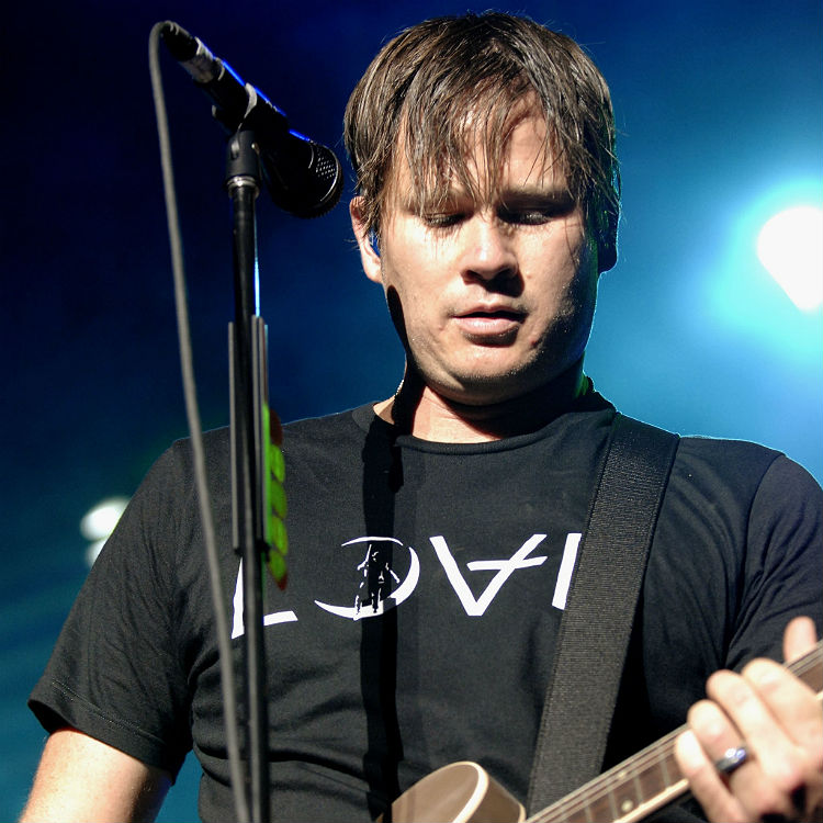 Heres The Truly Bizarre Reason Why Tom Delonge Actually Left Blink