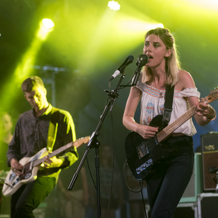 Wolf Alice cover One Direction in Radio 1 live lounge, steal my girl