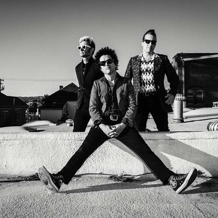 Green Day dedicate 'American Idiot' to Donald Trump at MTV EMAS