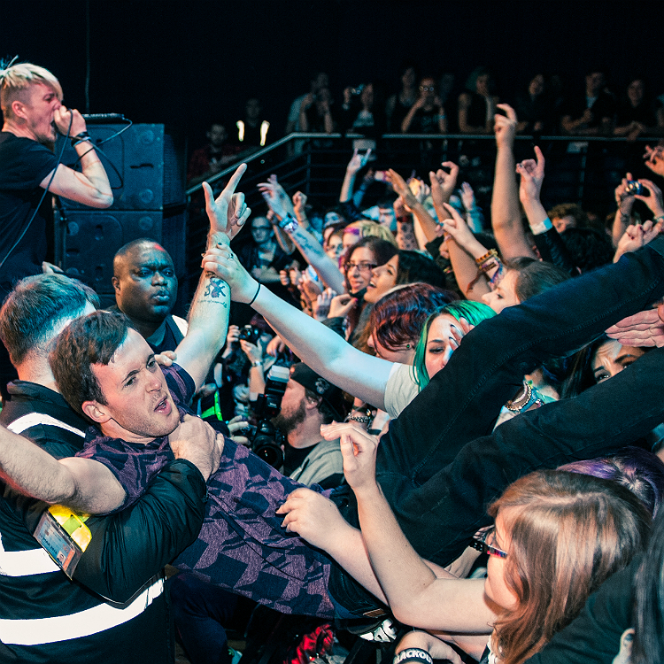 Annoying gig habits and behaviour - drinks, piss, heckling