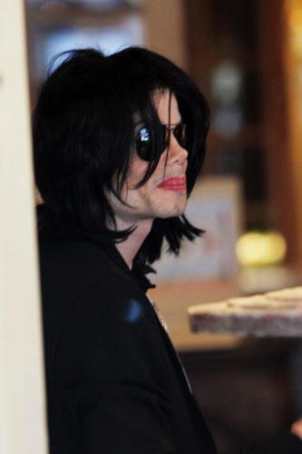 Michael Jackson Buys Plane During Rare Public Outing Gigwise