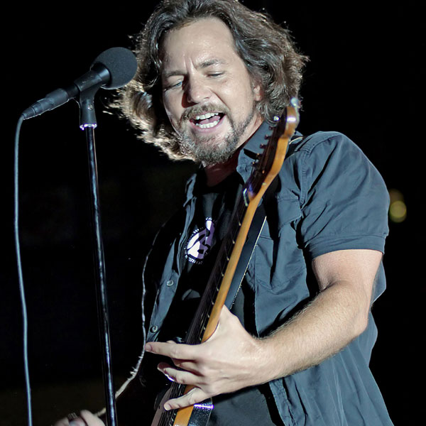 pearl jam 39 s eddie vedder announces uk tour dates how to get tickets gigwise. Black Bedroom Furniture Sets. Home Design Ideas
